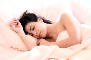 बेडमा पल्टिने बित्तिकै भुसुक्कै निदाउनुहुन्छ ? यो लक्षणलाई बेवास्ता नगर्नुहोस्