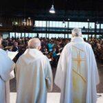 चर्चका पादरीले २ लाख बढी बालबालिकामाथि यौन दुर्व्यवहार गरेको खुलासा